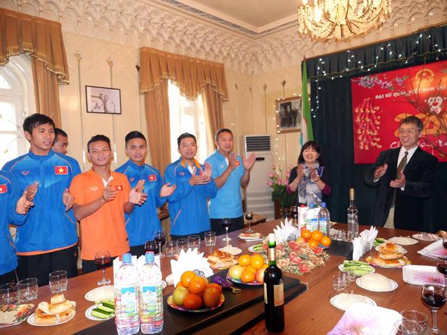 Đội tuyển được đại sứ quán VN tại Uzbekistan chúc mừng