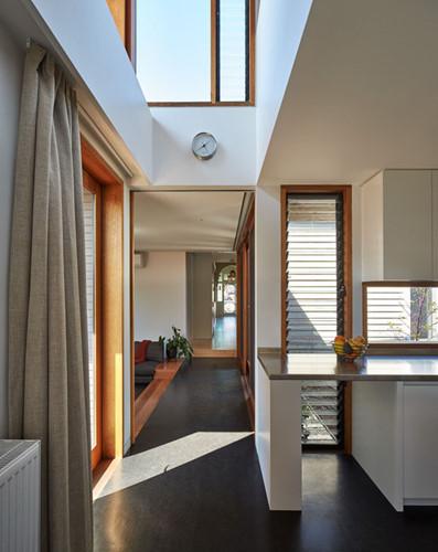 Những cửa sổ được thiết kế để tận dụng tối đa ánh sáng tự nhiên