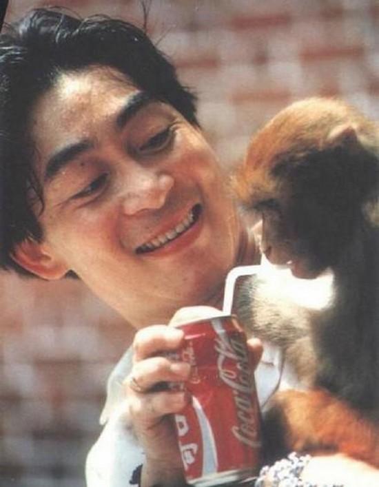 Khoảnh khắc giúp khỉ uống nước ngọt của Lục Tiểu Linh Đồng. Nữ đạo diễn Dương Khiết cho biết khi bà tuyển vai Tôn Ngộ Không, gặp Tiểu Linh Đồng, bà cho rằng ông không hợp vai vì quá cao.
