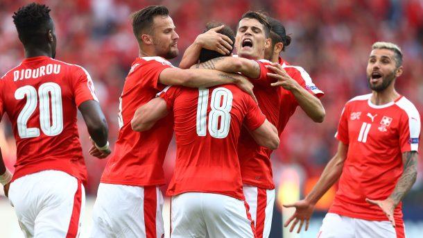 Với hàng tiền vệ giàu kỹ thuật, Thuỵ Sĩ sẽ là thách thức không nhỏ cho Ba Lan. Ảnh: UEFA