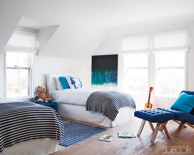 Căn phòng này phù hợp dành cho các bé trai. Ngoài nội thất đơn giản, người thiết kế căn phòng còn sử dụng ánh sáng tự nhiên kết hợp màu sơn khá thông minh.