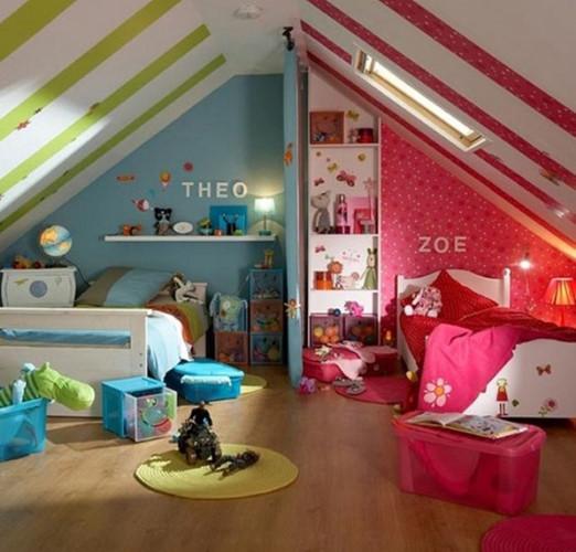 Phòng ngủ với 2 phong cách đối lập cho anh trai và em gái.