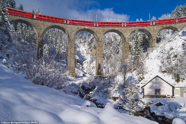 Bức ảnh trên được chụp ở Schmittentobel Viaduct, Schmitten
