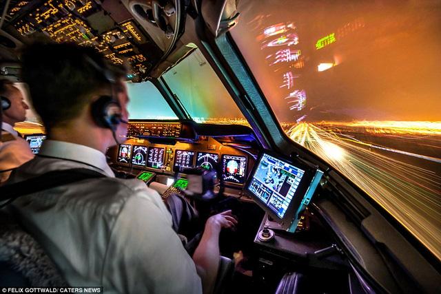 Máy bay chuẩn bị đáp xuống sân bay quốc tế ở Hàn Quốc