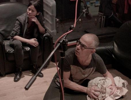 Nữ đạo diễn Nguyễn Phương Mai (trái)