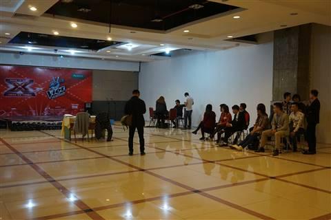 Các thí sinh ngồi chờ được lên thi