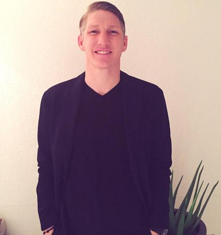 Bastian Schweinsteiger bảnh bao đón Năm mới