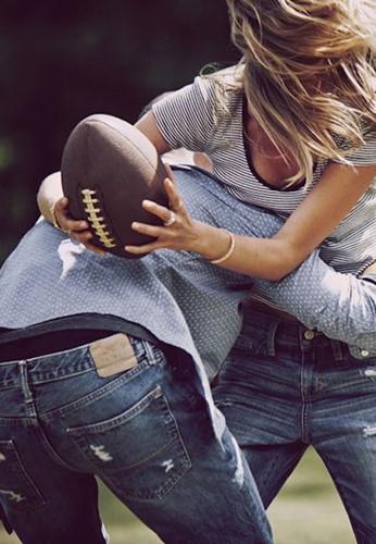 Chơi thể thao: thường xuyên tham gia các hoạt động thể thao không chỉ đơn giản là luyện tập cơ bắp mà còn tăng hiệu năng của trí não.