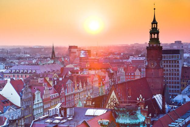 Được gọi là Thủ đô Văn hóa châu Âu và ngày càng nhiều các hãng hàng không giá rẻ có chuyến bay đến đây giúp việc du lịch Ba Lan trở nên dễ hơn bao giờ hết. Đừng bỏ qua Liên hoan 's Pierogi vào tháng Tám vì luôn có vodka và các món ăn ngon.