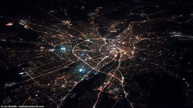 Thủ đô Budapest, Hungary, được bao bọc xung quanh bởi mạng lưới điện