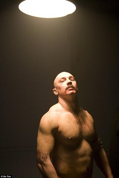 """Hardy trong phim """"Bronson"""" (2009). Anh khẳng định diễn xuất là điều duy nhất có thể cứu rỗi anh khỏi cuộc sống sa ngã trước đây."""