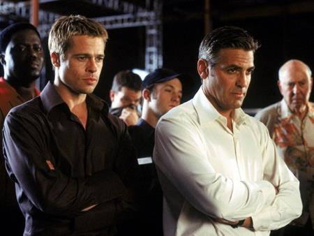 """""""Mười một tên cướp thế kỷ"""" là dự án phim quy tụ hàng loạt tên tuổi đình đám như George Clooney, Julia Roberts, Brad Pitt, Matt Damon, Andy Garcia... 15 năm sau lần đầu tiên phim công phá màn ảnh rộng, hãng Warner Bros đã quyết định sẽ làm lại một phiên bản mới với đội hình """"trộm cắp"""" gồm toàn các sao nữ nổi tiếng mà dẫn đầu là Sandra Bullock."""