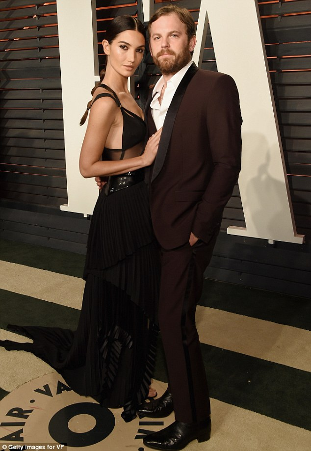 Người mẫu của tạp chí áo tắm danh tiếng Sports Illustrated kết hôn với ca sỹ của nhóm Kings of Leon- Caleb Followill năm 2011 sau 4 năm hẹn hò. Cặp đôi đã có với nhau 1 công chúa xinh xắn.