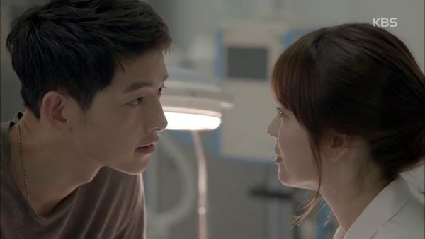Khoảnh khắc mặt đối mặt của Yoo Shi Jin và Kang Mo Yeon khiến tim fan thổn thức