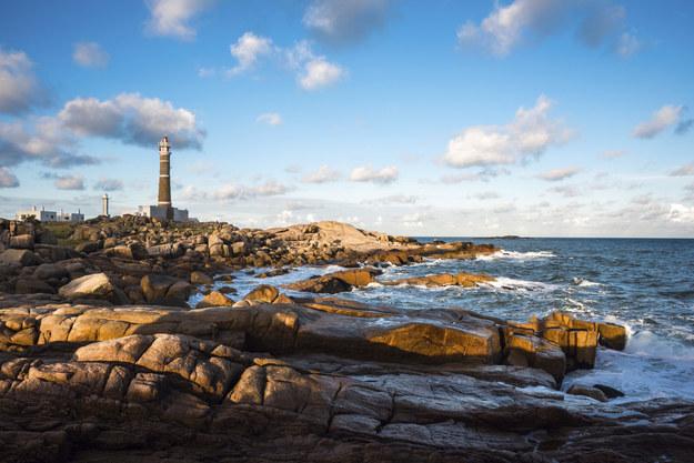 Uruguay là một đất nước cực kỳ yên bình, nó dự đoán sẽ đón 3 triệu du khách trong năm 2016. Nơi đây có sự rung cảm rất phóng túng, với những ngôi làng nhỏ ven biển, các bãi biển vắng người cùng trang trại nuôi gia súc và các chàng cao bồi.