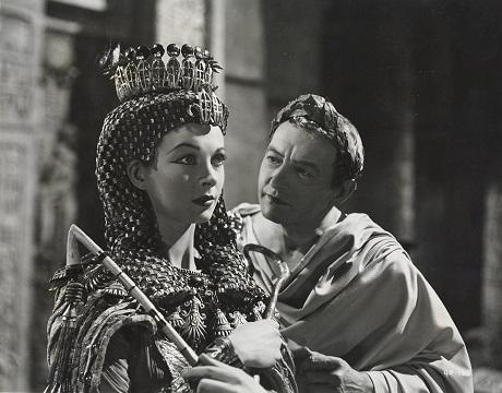 """Vivien Leigh và bạn diễn trong phim """"Caesar & Cleopatra"""" (1945)."""