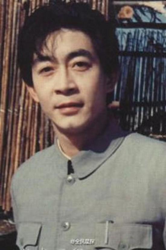 Hình ảnh thời mới gia nhập làng giải trí của ông. Lục Tiểu Linh Đồng nói, ông biết ơn Tây du ký khi nhờ đó được cả châu Á biết đến. Ngoài ra, ông tìm thấy tình yêu cuộc đời - nữ diễn viên Vu Hồng trong quá trình làm phim. Họ kết hôn sau khi phim đóng máy và có một con gái.