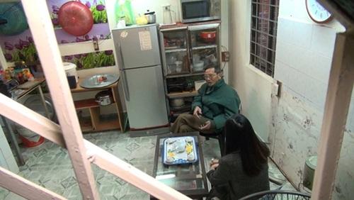 Toàn bộ không gian tầng hai của gia đình Trần Hạnh. Ông nói cuộc sống của mình rất đơn giản, không có gì cầu kỳ. Ông không cho là mình khổ, bởi nhiều người còn khổ hơn mình nhiều.