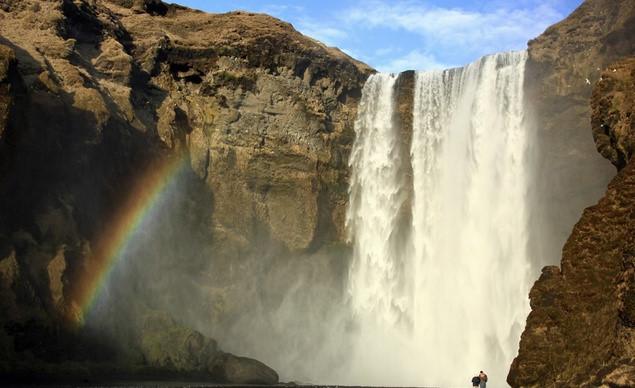 Một vẻ đẹp thiên nhiên kỳ thú - những cầu vồng nhiều sắc màu được tạo ra do ánh nắng chiếu vào hơi nước