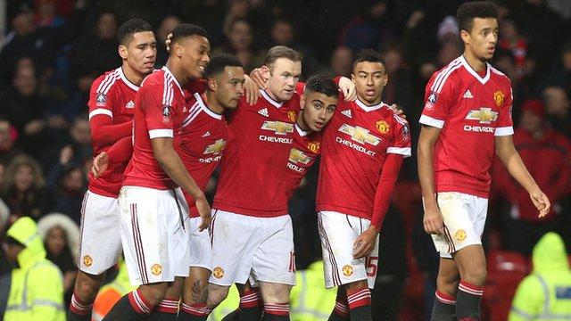 Hai chiến thắng gần đây của Man Utd không khiến người hâm mộ yên tâm về phong độ của Quỷ đỏ