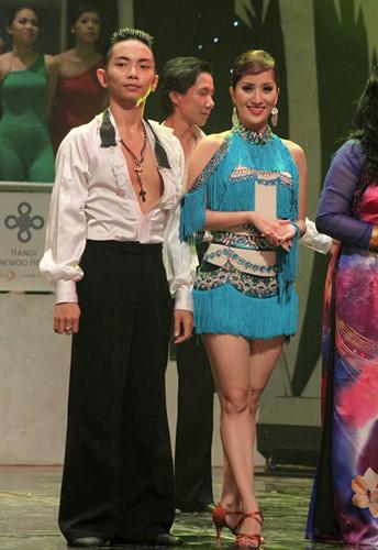 Ban đầu, Khánh Thi khá e dè vì sự chênh lệch tuổi tác này. Tuy nhiên, trên sàn diễn, cặp đôi cô - trò tỏ ra vô cùng ăn ý, bằng chứng là ngay trong năm đầu tiên bắt cặp, họ giành tới 3 huy chương vàng ở các nội dung một điệu Latin Chacha, một điệu Latin Jive và 5 điệu Latin tại giải Dancesport vô địch quốc gia, Cup các CLB toàn quốc và Việt Nam mở rộng 2009.