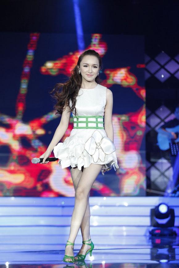Thảo My trong chương trình Vienam Idol 2012.