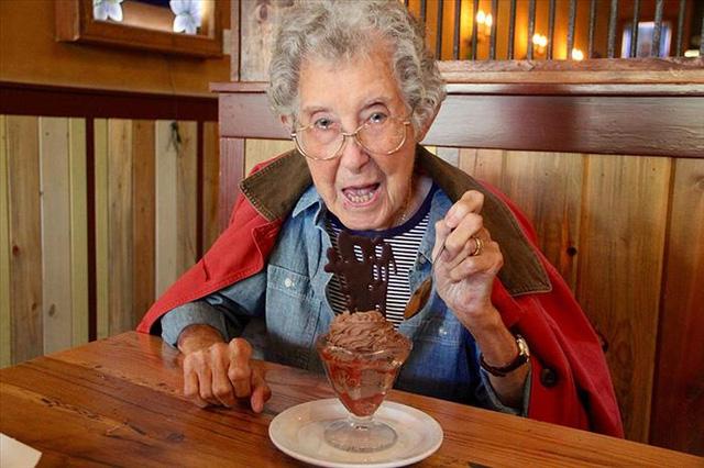 Những bức ảnh của Norma cho thấy sức khỏe của bà hoàn toàn được cải thiện. Bà thích ăn bánh, uống bia và các món đồ ăn vặt khác.