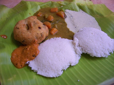 Idli wada là món ăn sáng truyền thống của một người dân miền Nam Ấn Độ. Idli là món bánh làm từ đậu đen lên men và gạo, ăn cùng với tương ớt chutney và thịt nai.