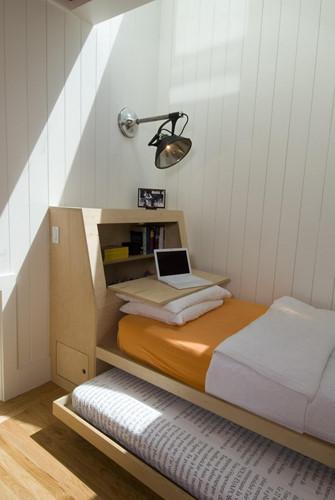Thiết kế nhỏ gọn, không gian làm việc kết hợp với ngủ.