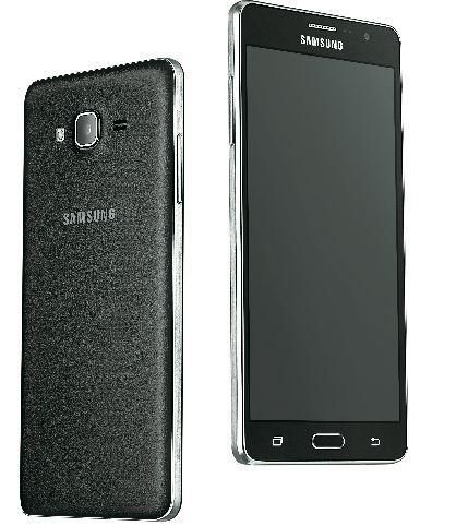 Hai sản phẩm được thiết kế giống nhau, trong đó, Galaxy On7 Pro sở hữu kích thước to hơn Galaxy On5 Pro