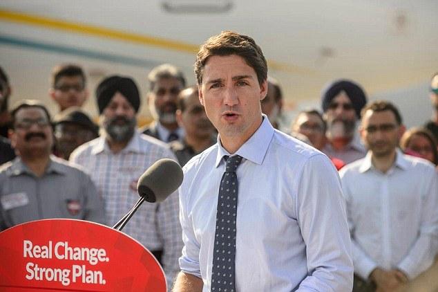 Thủ tướng Canada Justin Trudeau dùng thời gian nghỉ của mình tại bãi biển Chesterma ở Tofino, British Colombia.