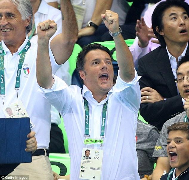 Thủ tướng Italia Matteo Renzi đã tới xem các trận thi đấu của Olympic 2016. Một số tờ báo đã chụp được hình ảnh ông Renzi cổ vũ đội tuyển bóng đá Italia thi đấu.