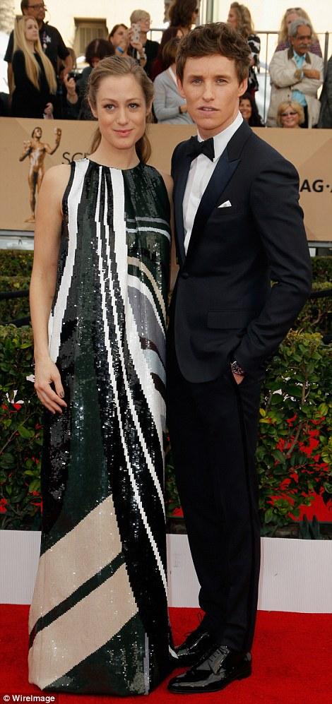 Eddie Redmayne và vợ - Hannah Bagshawe - trên thảm đỏ