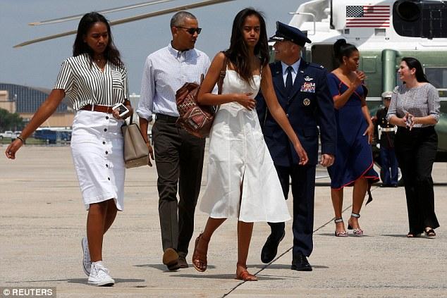 Gia đình Tổng thống Obama đã có một kì nghỉ tới Martha's Vineyard vào ngày thi đấu đầu tiên của Olympic Rio.