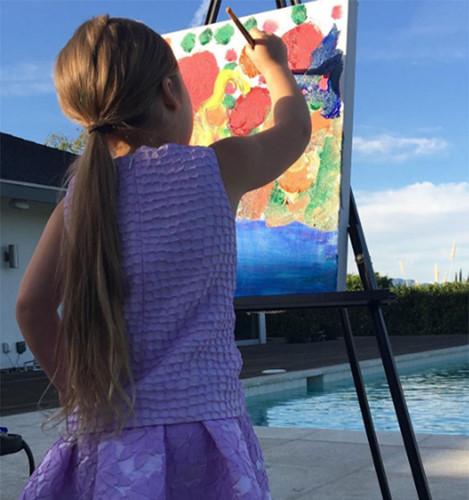 Harper quả là một cô bé đa tài. Với những cảm nhận riêng về thế giới xung quanh, cô bé đã tạo nên những tác phẩm nghệ thuật độc đáo.