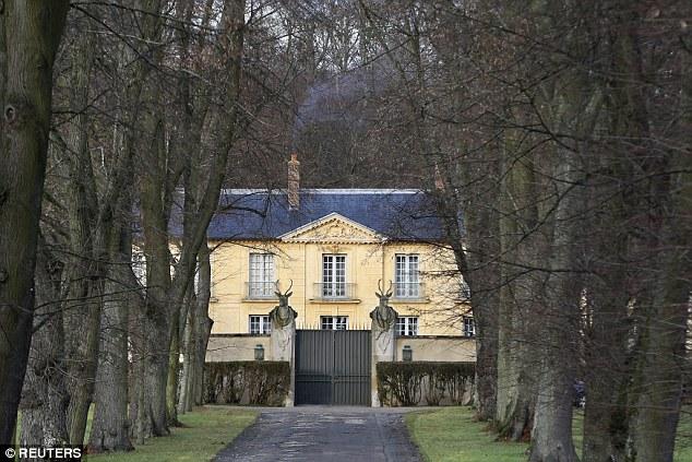 Sau đó, ông sẽ dành vài ngày thư giãn ở khu nhà La Lanterne, Yvelines, Pháp.