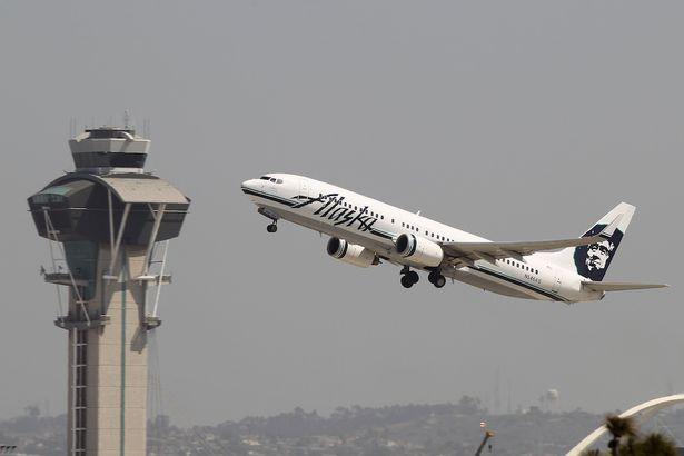 Theo lời phát ngôn viên của Alaska Air, các nhân viên của hãng đã được huấn luyện đặc biệt cho những tình huống bất ngờ (Ảnh: mirror.co.uk)