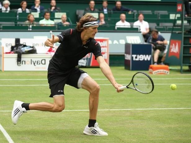 Alexander Zverev sẽ là đối thủ của Federer tại bán kết