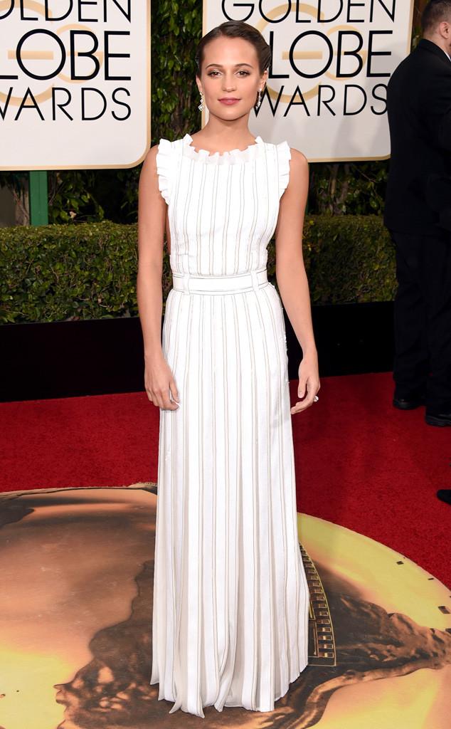 Nữ diễn viên Alicia Vikander đẹp dịu dàng với bộ đầm trắng của Louis Vuitton.