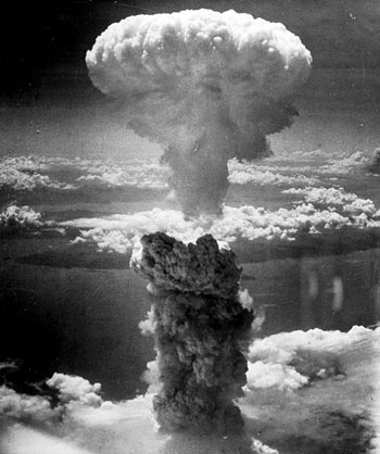 Hình ảnh cây nấm khổng lồ sinh ra từ vụ nổ bom nguyên tử tại Nagasaki, Nhật Bản năm 1945 (Ảnh: Internet)
