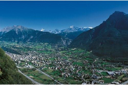 Thung lũng Simplon, Italy là một thung lũng của dãy Alps nằm giữa 2 rặng núi là Pennine và Lepontine. Thung lũng Simplon được bao quanh bới những ngọn núi cao tới gần 4000 mét. Thung lũng này cũng nằm giữa Thụy Sĩ và Italy vì thế bạn có thể ghé thăm cả 2 thung lũng đẹp nhất thế giới của 2 quốc gia này.