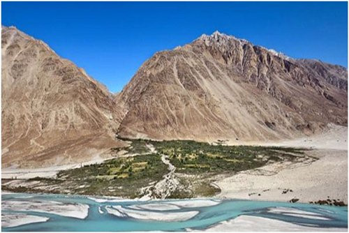 Thung lũng Nubra, Ấn Độ nằm cách thị trấn Leh 150 km được biết tới với một thung lũng rộng lớn. Tuy nhiên các du khách nước ngoài phải có giấy phép mới được vào trong thung lũng.