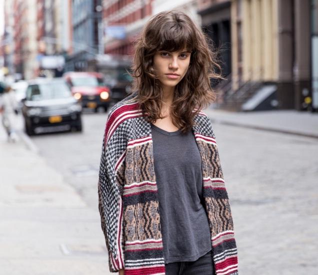 Siêu mẫu Antonina Petkovic cũng không ngại khoe vẻ cá tính và nét đẹp tự nhiên của mình.