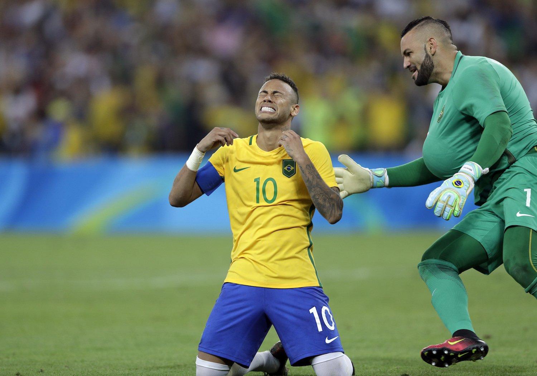 Chức vô địch môn bóng đá nam đầu tiên của ĐT Olympic Brazil khiến chàng thủ quân Neymar rơi nước mắt vì sung sướng