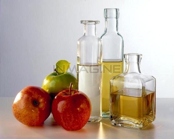 Dấm táo là một trong những nguyên liệu tự nhiên giúp giảm mùi hôi vùng nách.
