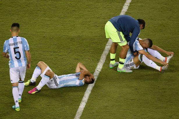 Bóng đá Argentina khủng khoảng sau trận thua Chile