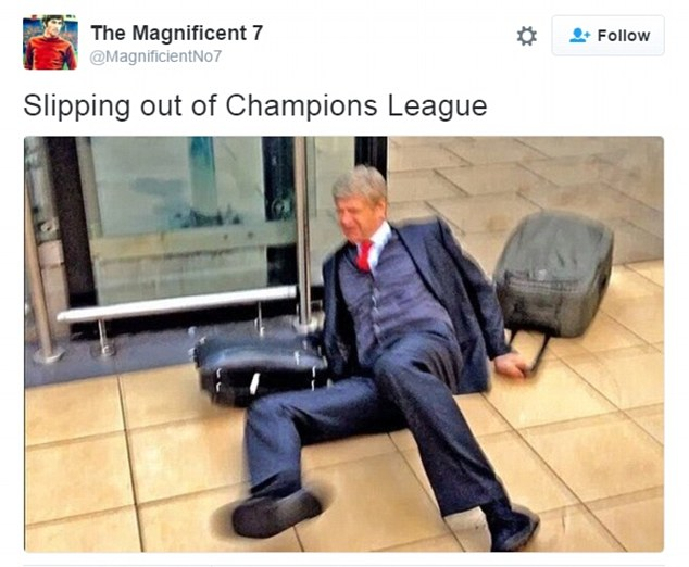 Cứ mỗi lẫn Arsenal bị loại khỏi Champions League, hình ảnh cú trượt ngã của HLV Wenger ở sân bay lại được đem ra làm ảnh minh họa cụ thể.