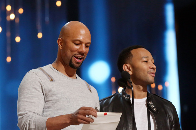 Common và John Legend tập luyện trên sân khấu