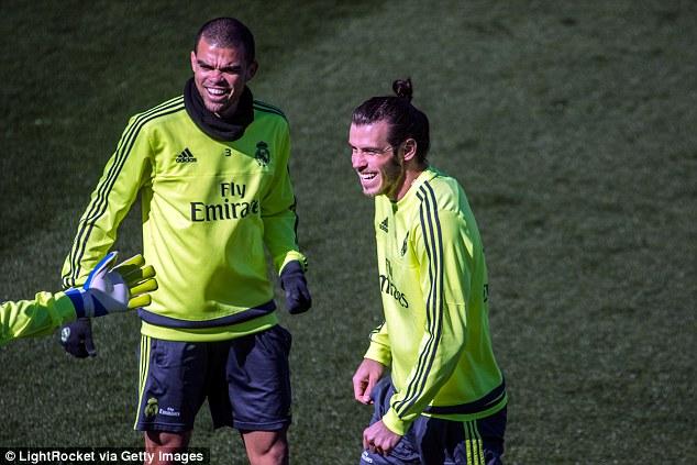 Pepe và Bale (phải) là hai người bạn thân cả trên sân cỏ và ngoài đời.