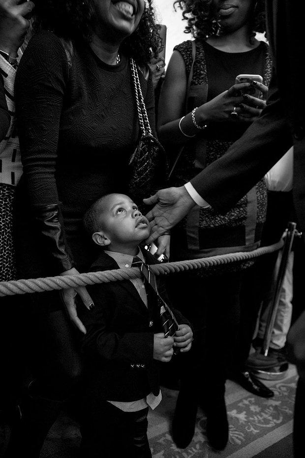 Tháng 2 năm 2016, Tổng thống Obama chạm tay vào khuôn mặt của cậu bé 3 tuổi Clark Reynolds, trong một trong những hình ảnh cảm động nhất của Souza.